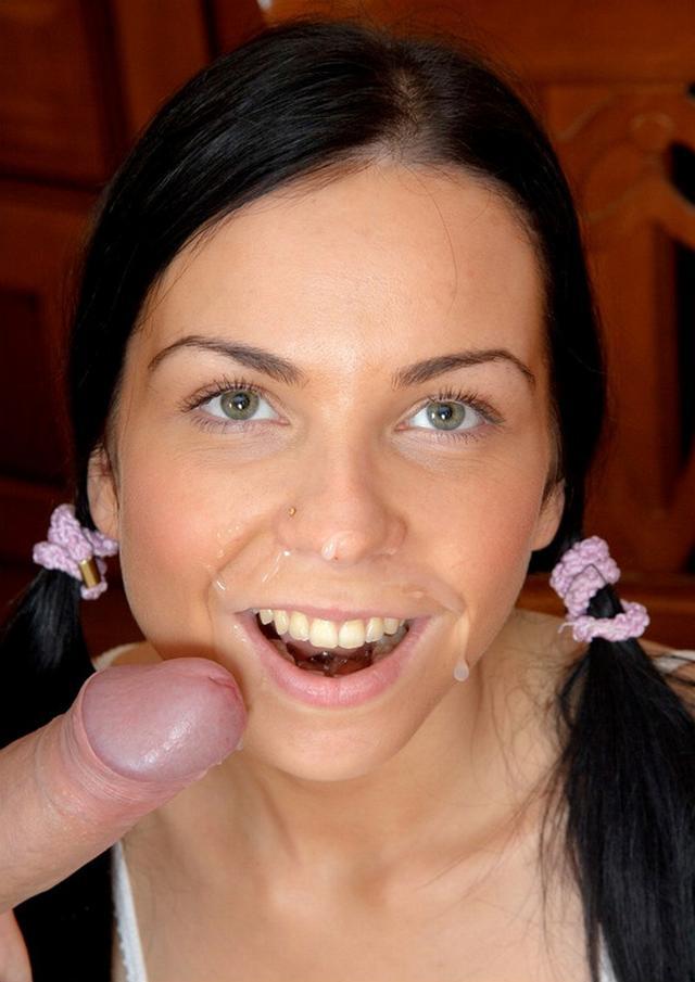 Сучки получают гигантский пенис в сраку