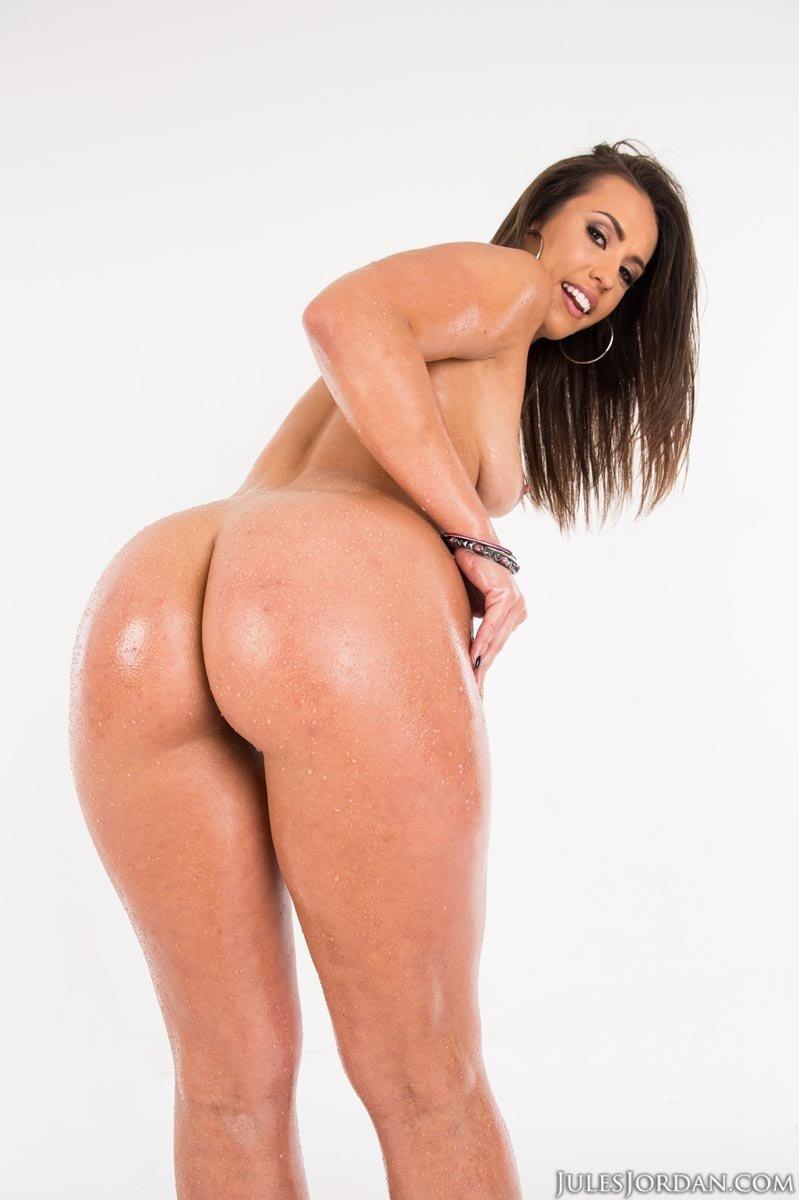 Роскошная проститутка заработала разгоряченный пенис в свою шикарную попочку
