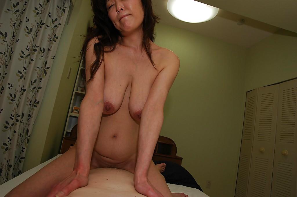 Мамаша Masako Suzuki хорошо подготовилась перед перепихоном