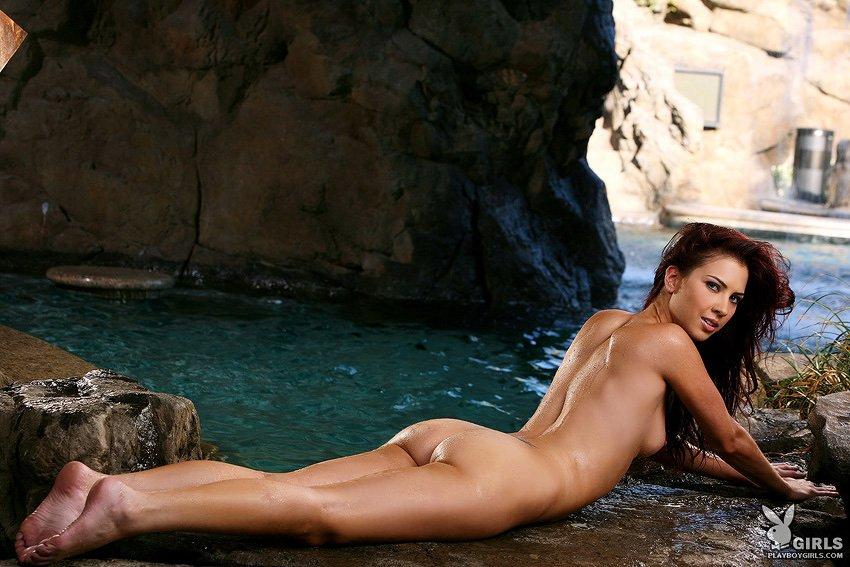 Стройная рыжая Kat Kohls с крохотной шикарной задницей снимает трусики и оголяет красивое голый торс