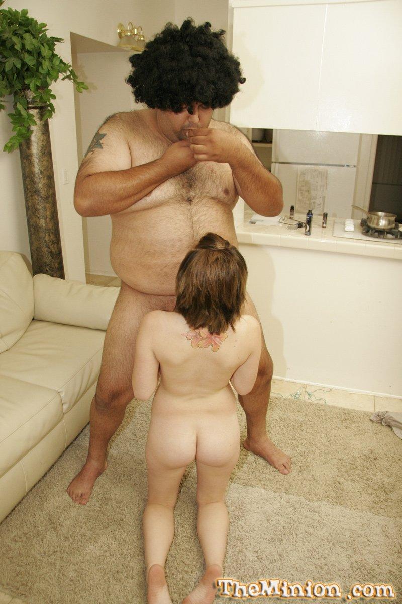 Молоденькая девка и толстяк