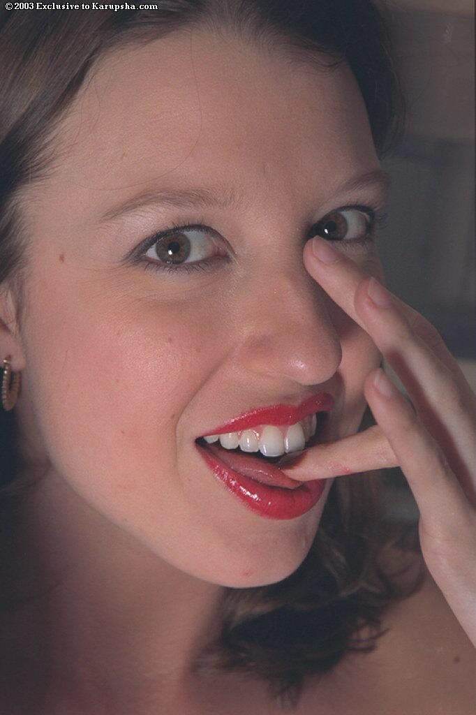 Обнаженная давалка с волосатой киской и мелкими дойками - Crystal Marie