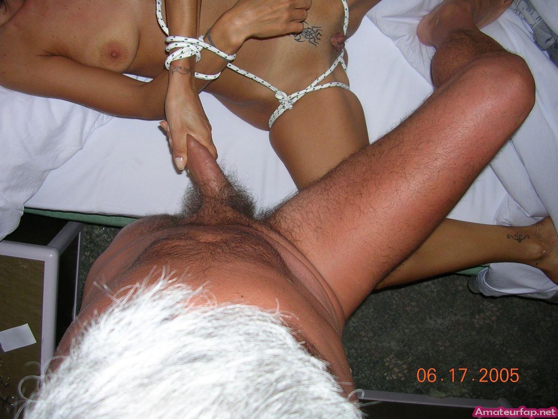 Обмотал веревками супругу и отимел