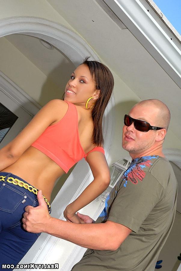 Шикарная бразильская жена порется с лысым самцом