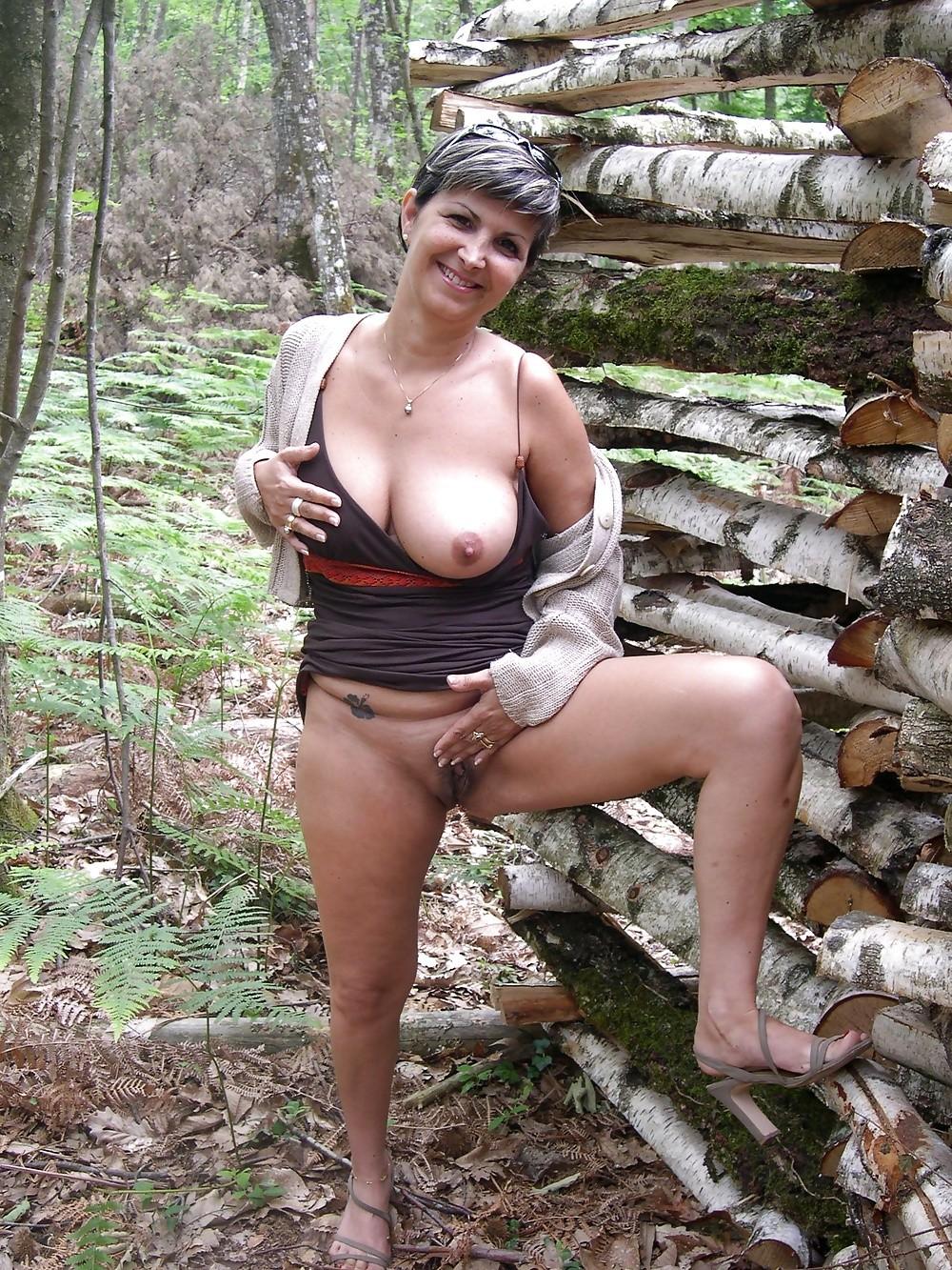 Возрастная прекрасная француженка Агнес