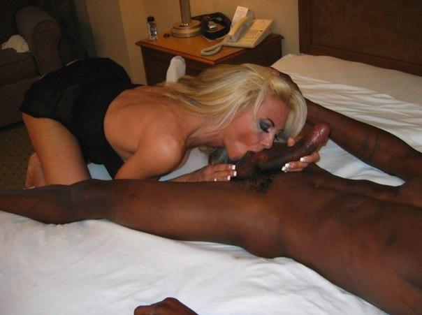 Межрасовый анал и игра секс игрушек