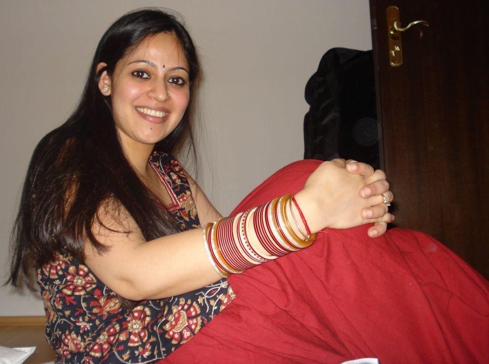 Горячие и возбужденные индианки демонстрируют сиськи и волосатые дырочки