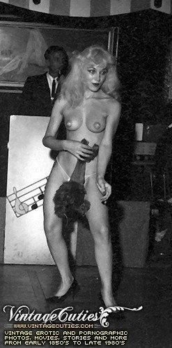Ретро секс фото одиноких нагих теток