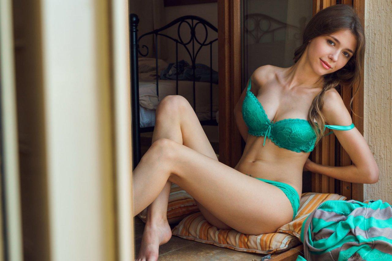 Ласковая порнушка раскрепощенной актрисы с книгой