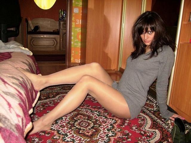 Домашние сучки любят мастурбировать и получать пенисы в рот