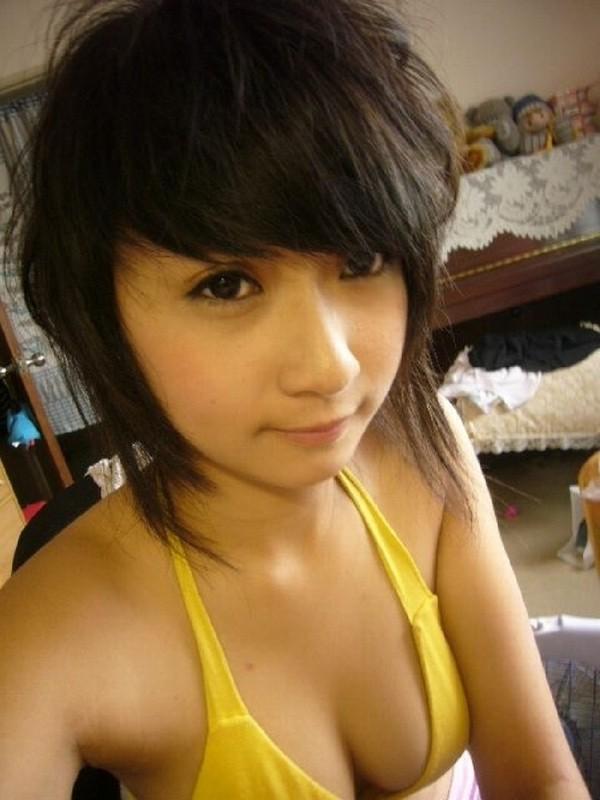 Молодая японочка фоткается