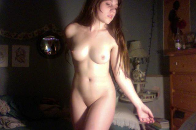 Домашняя порно сессия длинноволосой оторвы с пушистыми подмышками