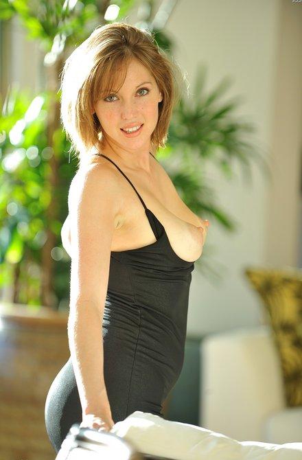 Роскошной девахе понравилась секс рука в пизду