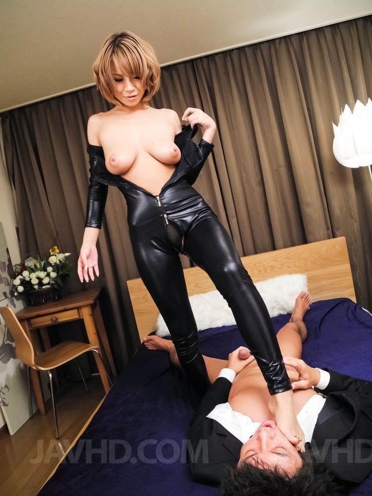 Sumire Matsu любит жесткий оральный секс Она - одна из самых игривых азиатских малышек в этом деле