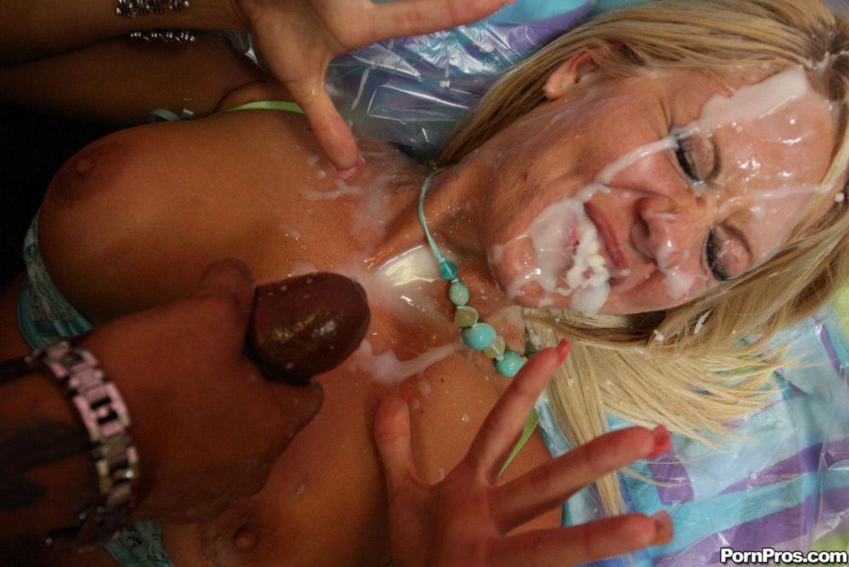Holly Heart дает огромному черному члену трахнуть свою растянутую письку и получает много спермы
