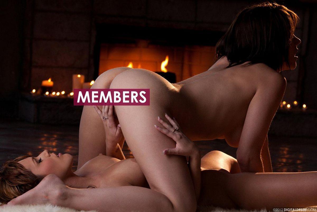 Brittney Banxxx и Sasha раздевается полностью для лесбийской любви у очага