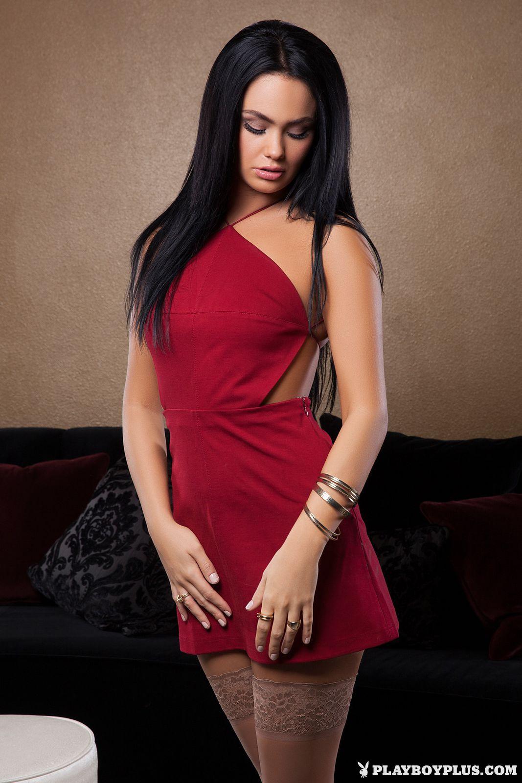 Кристи Тейлор сбросила красное платье