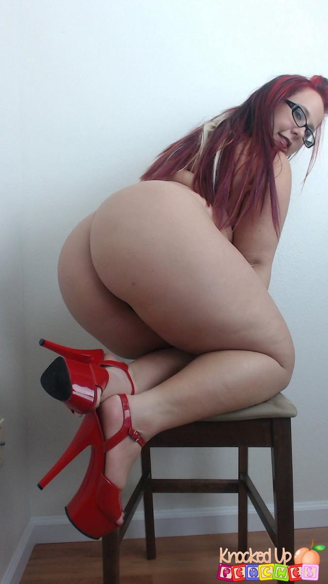 Полненькая проститутка оголяет что трахает