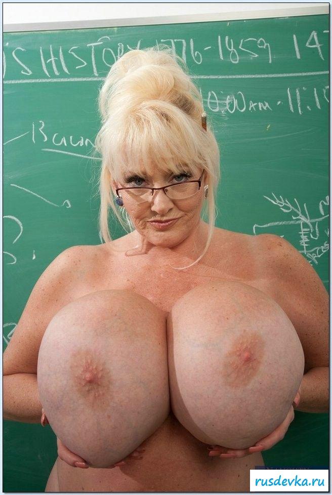 Пышногрудая мамочка хочет преподавать и сниматься в эротике