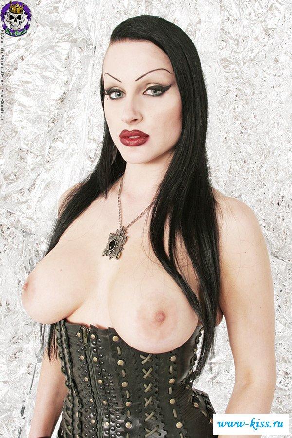 Образ голой сисястой вампирши